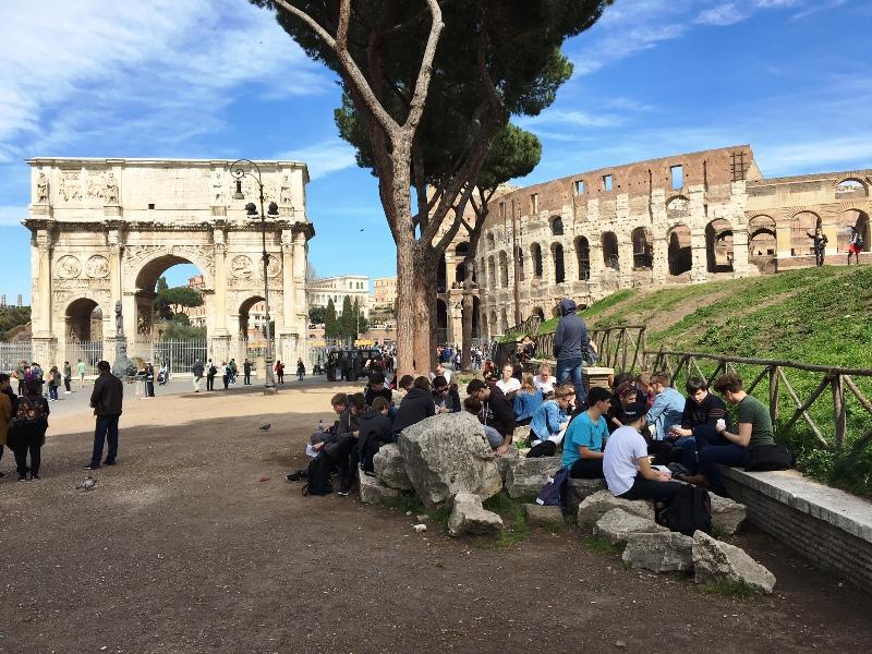Mittagspause am Kolosseum